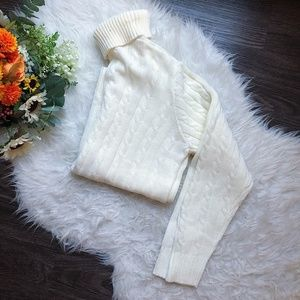 VINTAGE CABLE KNIT WHITE TURTLENECK SWEATER